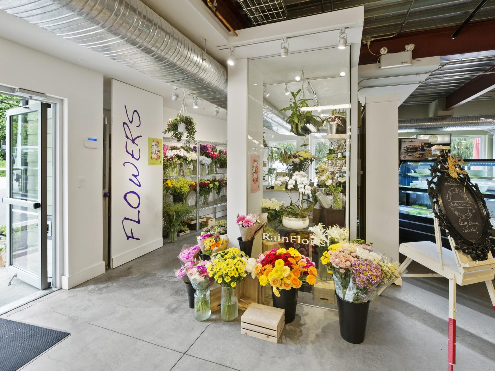 MARKET FLOWER SHOP      1 - 473 Gower Point Road, Gibsons BC V0N1V0 - Gibsons & Area COMM for sale(C8019459) #1