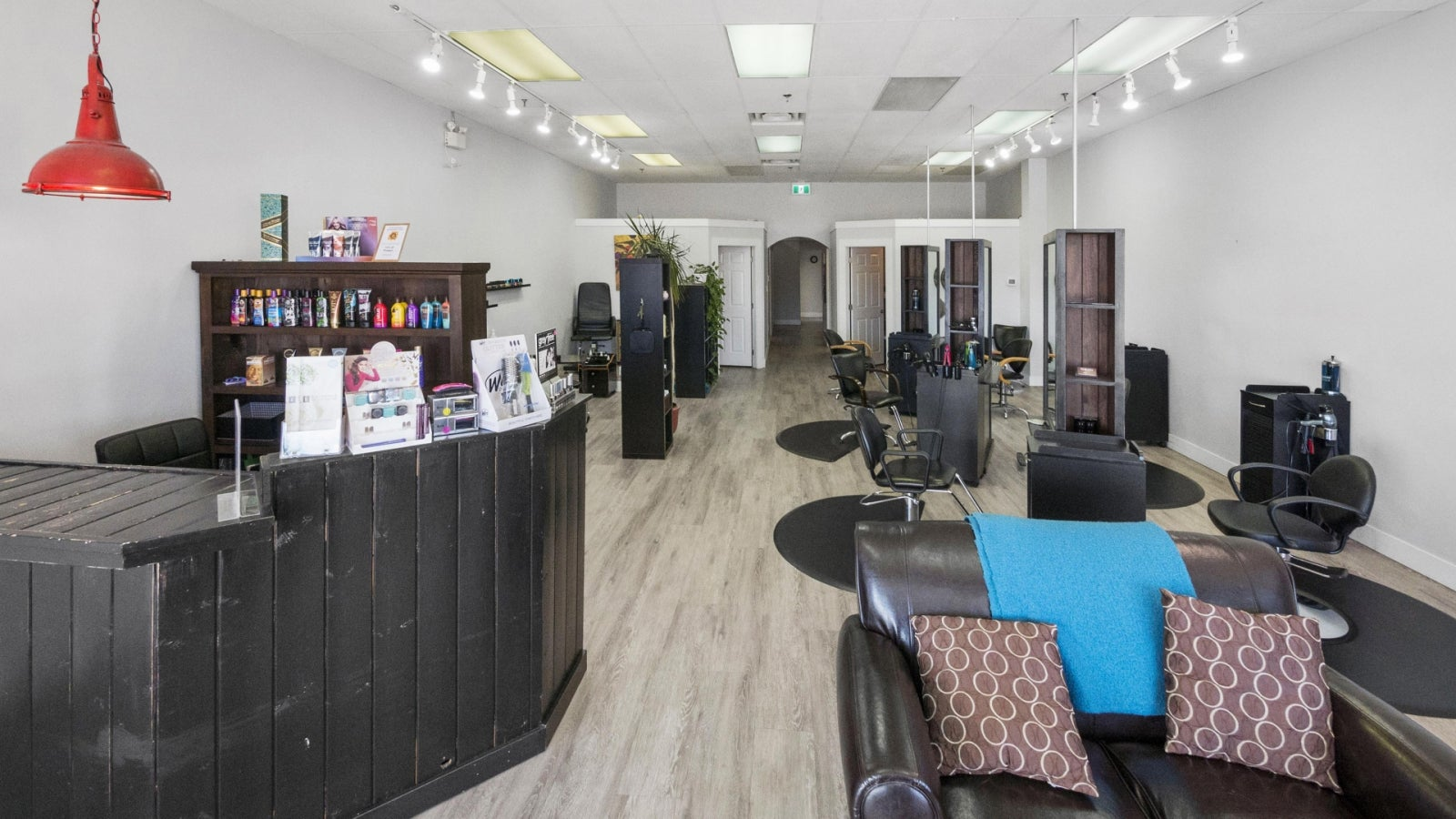 Dorado Beauty Bar 111, 1111 Sunshine Coast Highway - Gibsons & Area COMM for sale(C8017219) #4