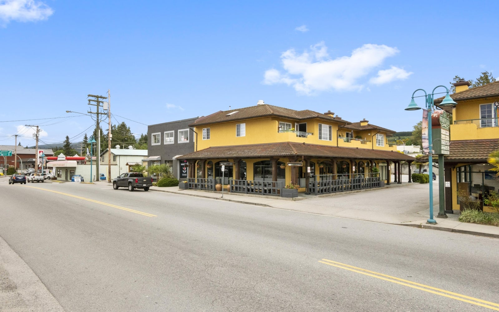 DAPHNE'S MEDITERRANEAN GRILL    5530 Wharf Ave, Sechelt BC V0N 3A0 - Sechelt District COMM for sale(C8018948) #1