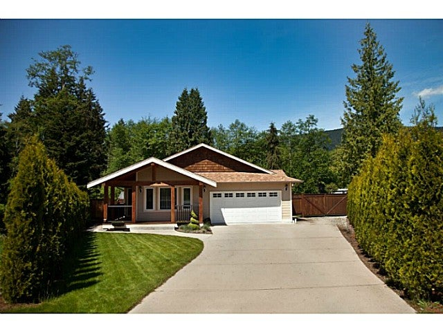 1448 MOONDANCE PL - Gibsons & Area House/Single Family for sale, 3 Bedrooms (V1103711) #1