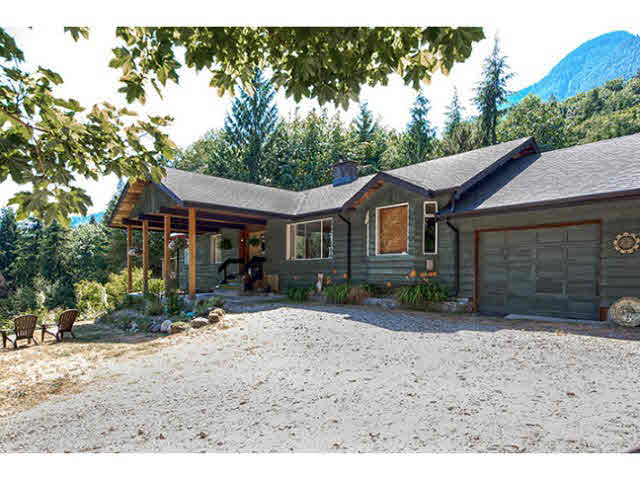 2271 PORT MELLON HIGHWAY - Gibsons & Area House with Acreage for sale, 4 Bedrooms (V1132501) #1