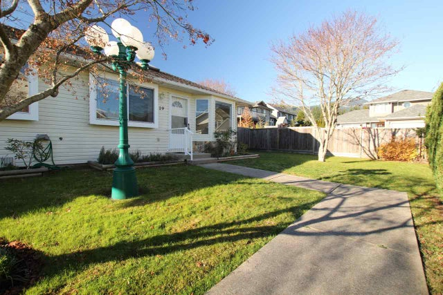 19 767 NORTH ROAD - Gibsons & Area Townhouse for sale, 2 Bedrooms (R2013565) #1