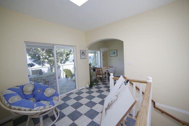 1611 NORTH ROAD - Gibsons & Area House/Single Family for sale, 4 Bedrooms (R2063824) #2