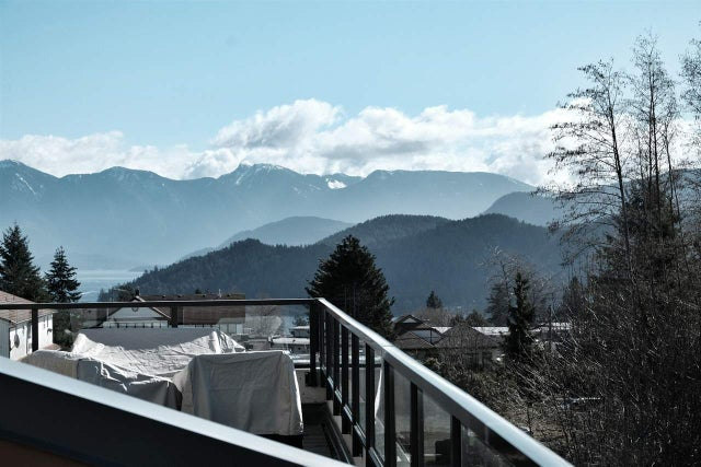 209 875 GIBSONS WAY - Gibsons & Area Apartment/Condo for sale, 2 Bedrooms (R2185660) #2
