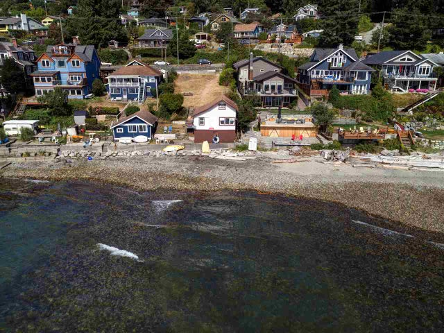 816 MARINE DRIVE - Gibsons & Area House/Single Family for sale, 2 Bedrooms (R2200954) #1
