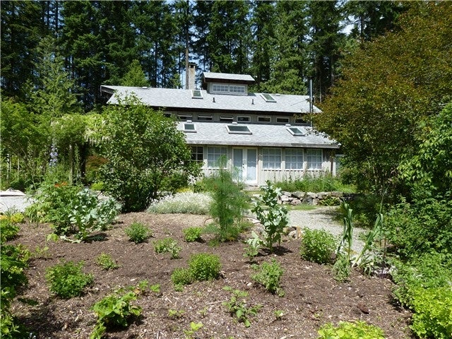3741 Sunshine Coast Hwy, Gibsons BC V0N 2W2 - Roberts Creek House/Single Family for sale, 2 Bedrooms (V996390) #1